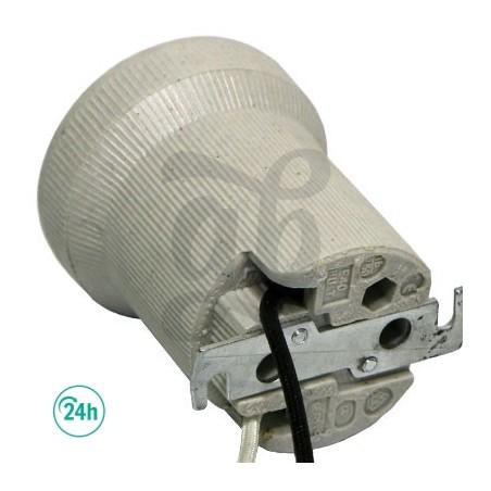 Ceramic light socket for reflectors