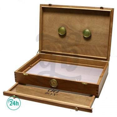 00 Box large cedar box with...